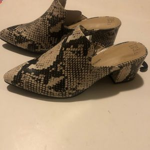 Ladies shoes , size 8 new